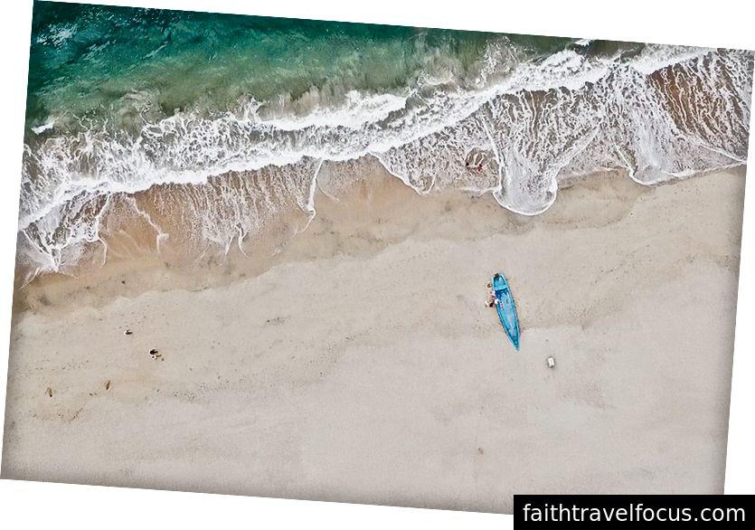Một bãi biển bị cô lập