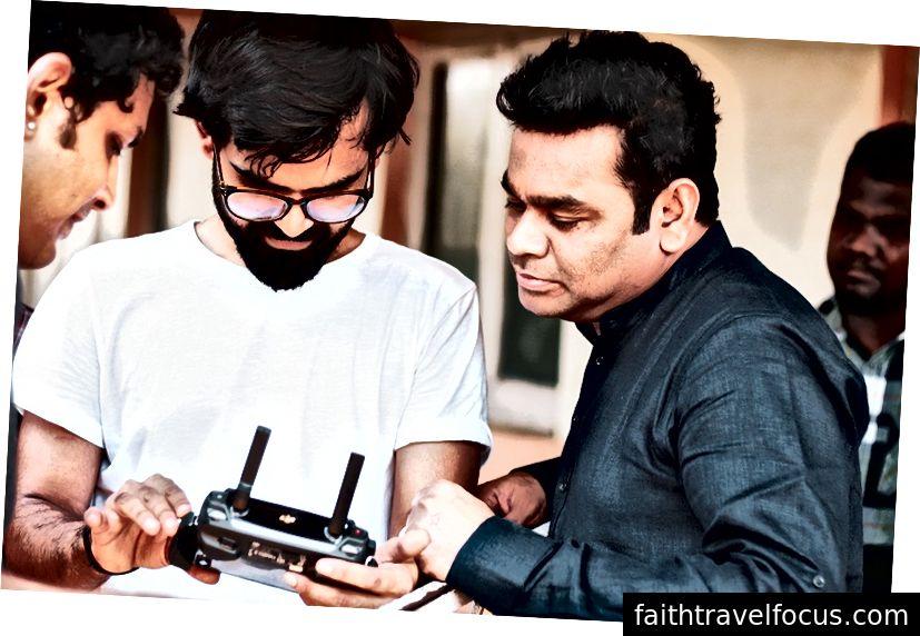 Nishit trong các cuộc thảo luận với Rahman, về bộ Harmony