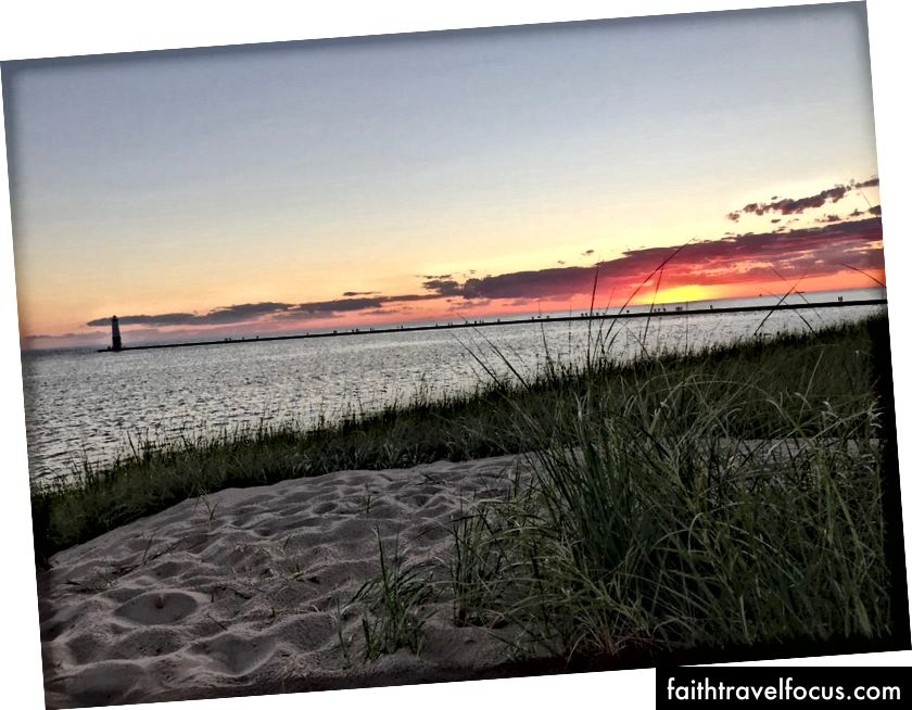 Frankfort içinde Michigan Gölü üzerinden günbatımı