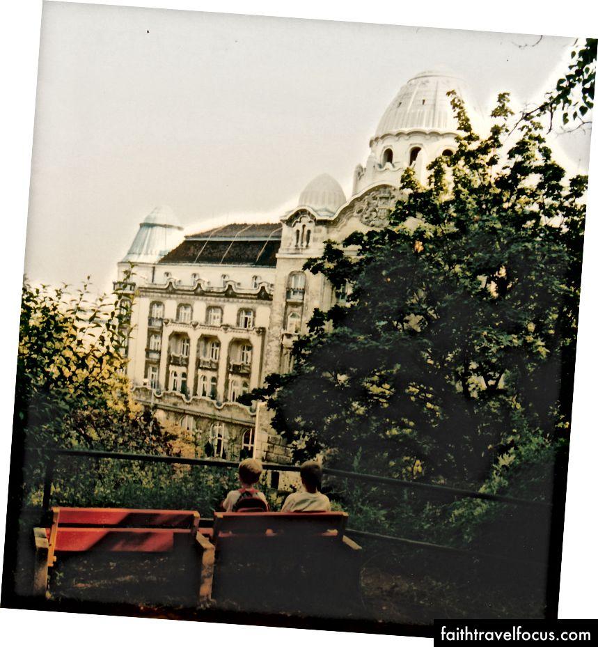 Gellert Hotel'in arkadan görünümü.