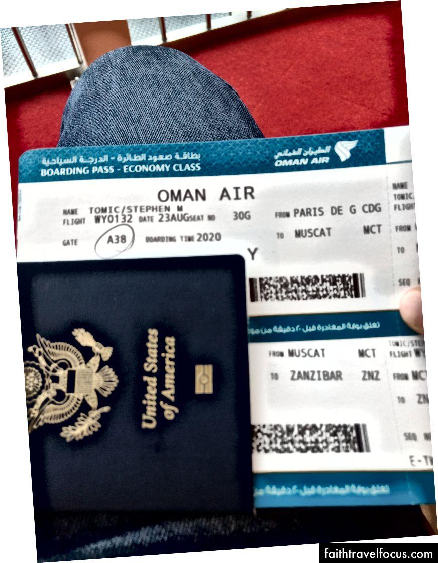 Tipik havaalanı rutini: içki için ücretsiz tarama, geçide uzun yürüyüş ve birikmiş pasaport pullarına bakmak.