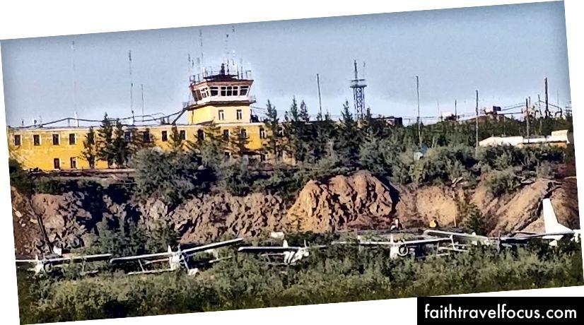 Một số trong nhiều máy bay không bao giờ rời sân bay Cherskiy
