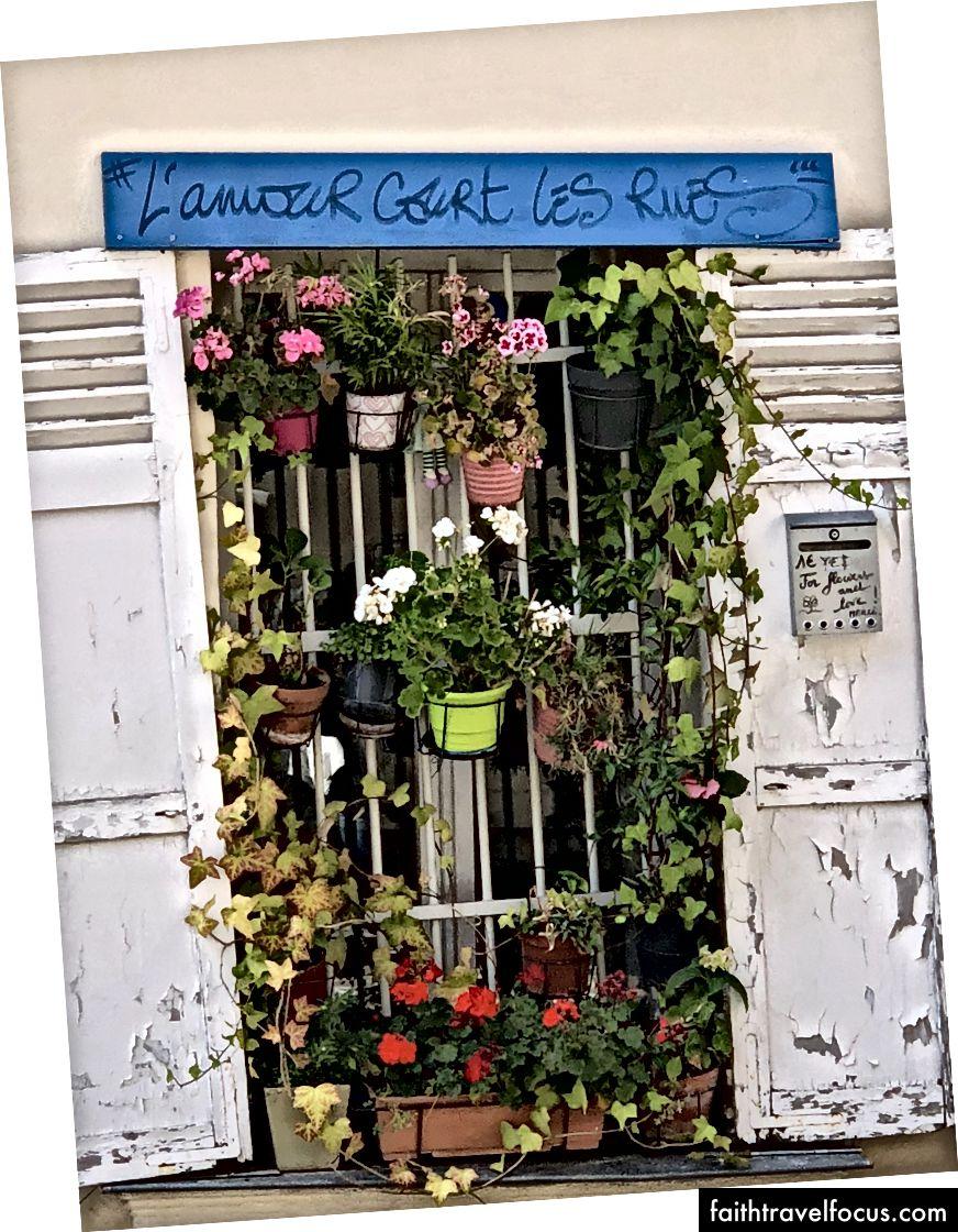 Tình yêu quy tắc đường phố ở Montmartre, Paris