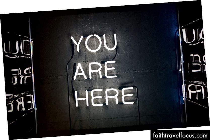"""Unsplash'ta John Baker tarafından """"beyaz neon ışıklı tabela"""""""