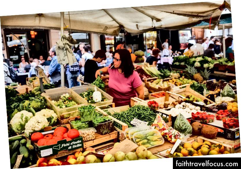 Il Mercato Al'aperto - Відкритий ринок у Римі