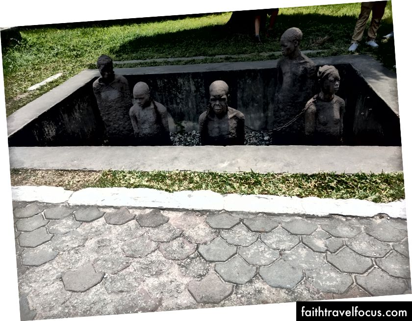 Từ bảo tàng chợ nô lệ ở Thị trấn Đá.