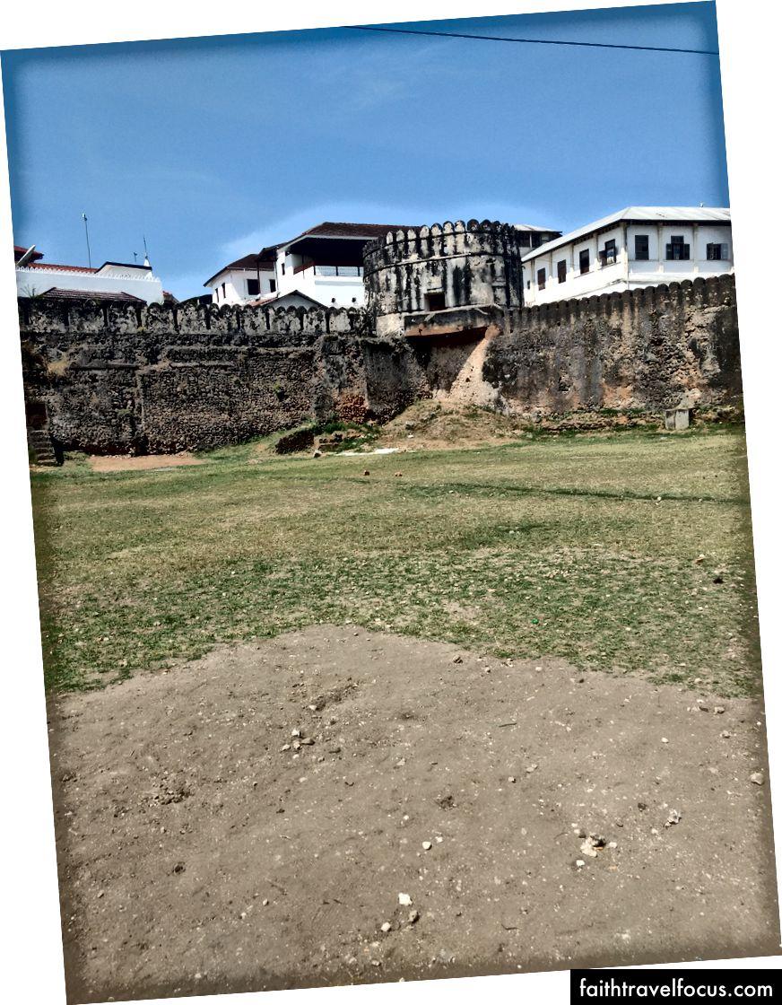 Pháo đài cổ của thị trấn đá