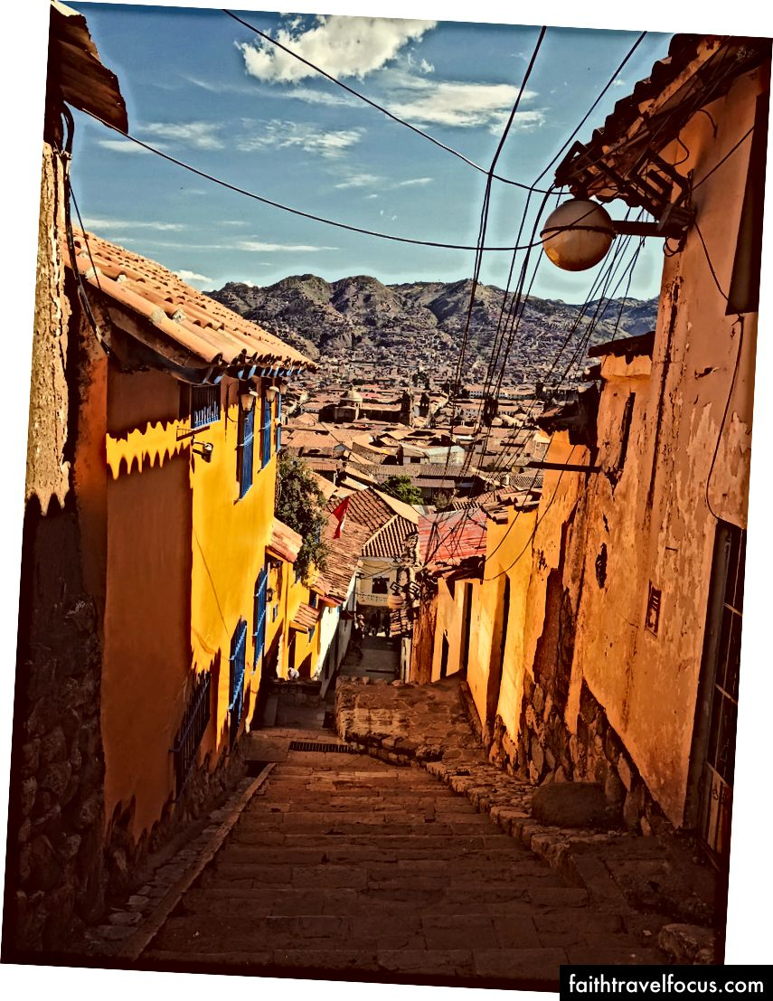 Thành phố Cusco, Peru có những con hẻm nhỏ, Plaza Del Armas và người dân địa phương