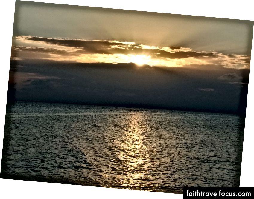 Güneş başka bir günün hayallerine dayanıyor.