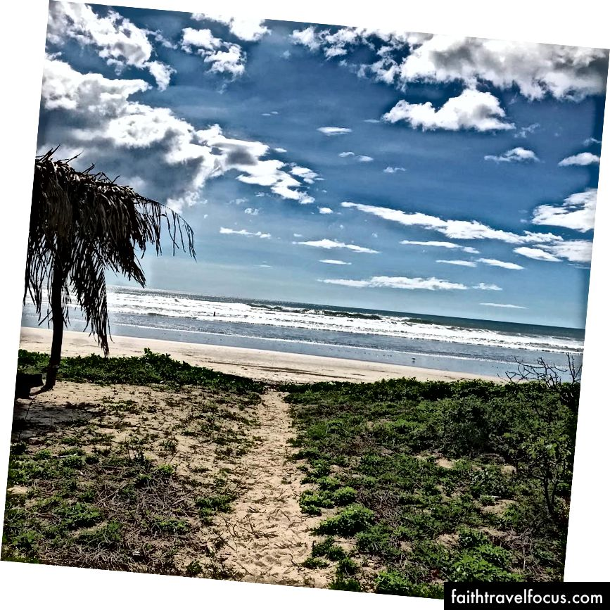 Вид на Playa Guinos у листопаді