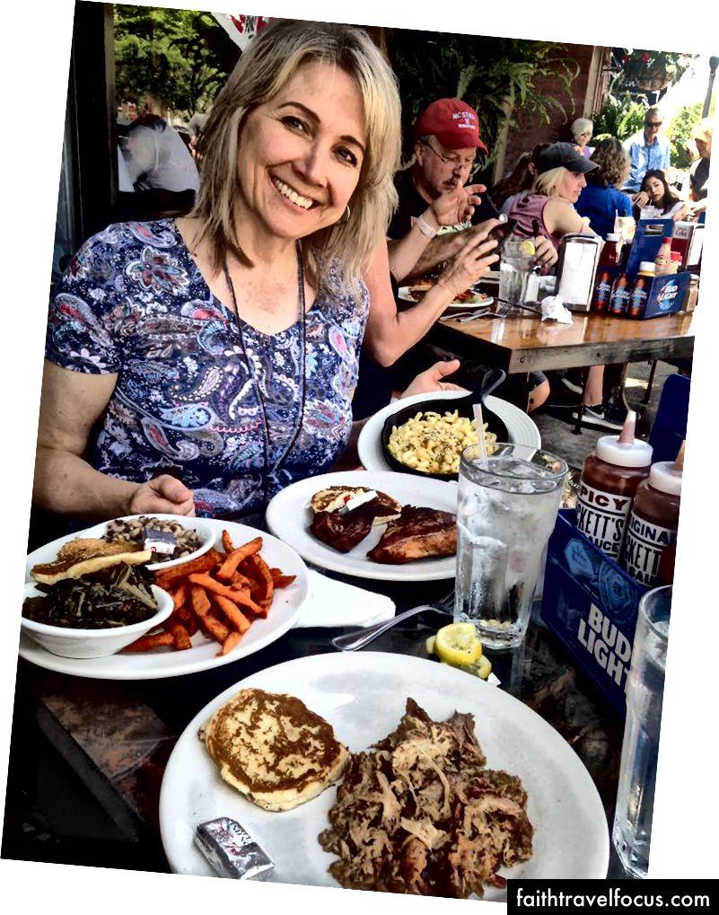 Yazar, hepsini Puckett'in Bakkal ve Restoran, Franklin, Tennessee - Mac'in P'inin bir sebze olduğu örnekleme yapıyor. (Garson bana söyledi.)