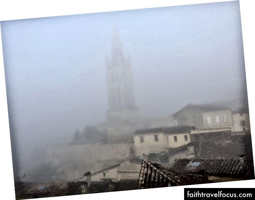Buổi sáng sương mù ở Saint Emgroup
