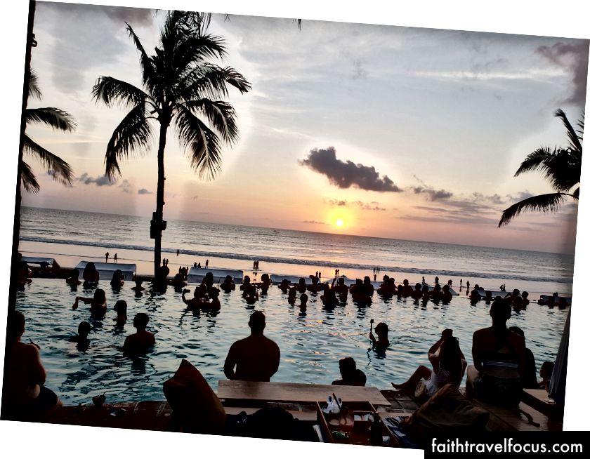 Пляжний клуб з картопляною головкою - Балі