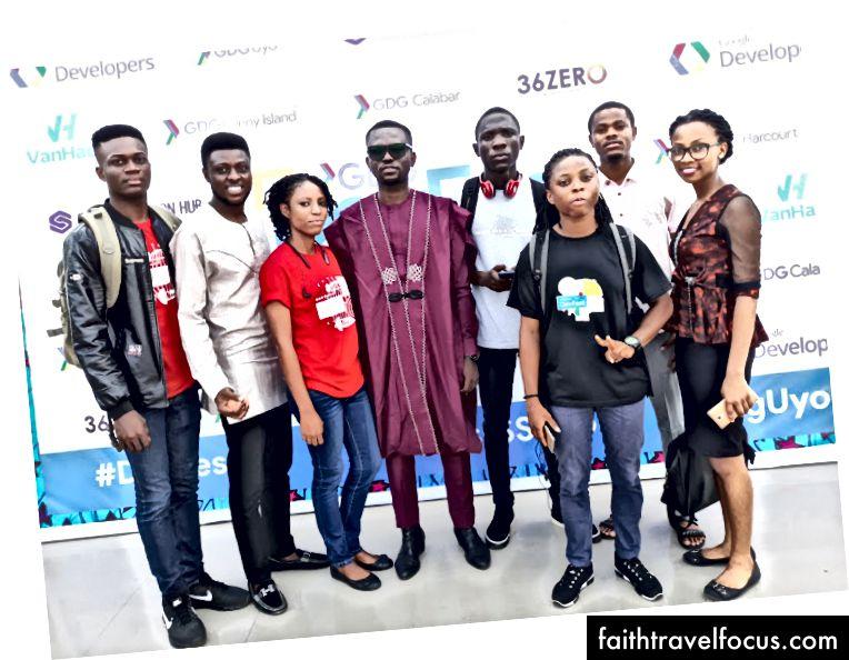 Hình ảnh nhóm với một số đại biểu từ GDG Warri và DSC Fuotuoke
