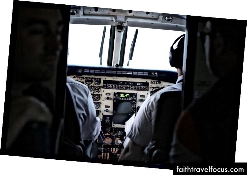 Chúng tôi muốn thấy phi công và phi công phụ ở vị trí này sẽ cất cánh.