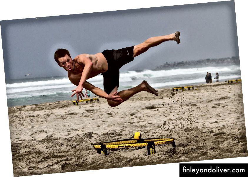 Owen Carlson speelt Spikeball
