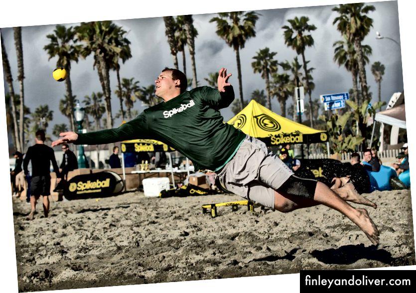 Skyler Boles duiken voor een bal tijdens een punt