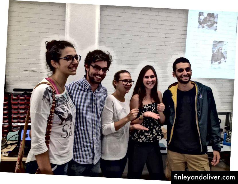 Team Cloud Soles. Laatste dag van de ervaring. Van links naar rechts: Vasiliki, Rafael, Martina, Markéta en Andrea.