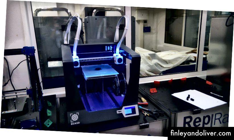 3D-printer in BCN3D. Foto door Alla Shtokal