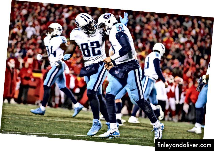 Delans Walker van Titans viert feest met Quarterback (en soms ontvanger) Marcus Mariota (NFL Photos)