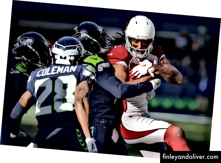 Cardinals WR Larry Fitzgerald vangt een pass tegen de Seahawks (NFL-foto's)