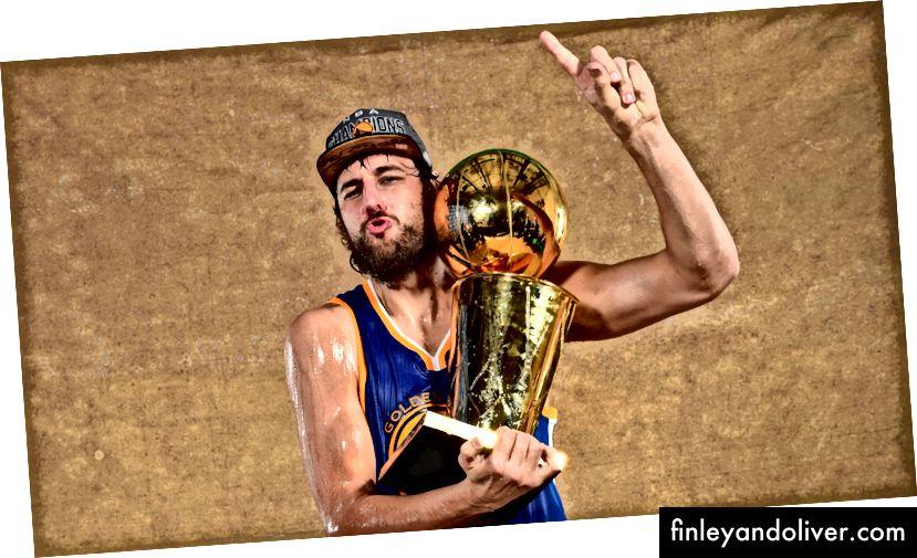 Bogut met de Larry O'brien Championship Trophy na het verslaan van de Cleveland Cavaliers in de NBA-finale 2014–15.