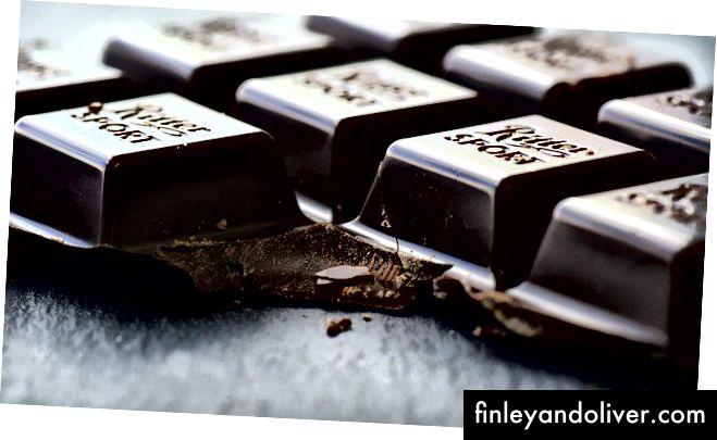 To'q rangli shokolad - bu mening zaifligim. Tasvir krediti: Pixabay-da ulleo