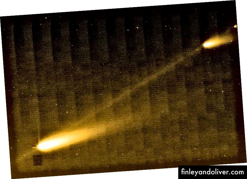 Khi chúng quay quanh Mặt trời, sao chổi và tiểu hành tinh có thể vỡ ra một chút, với các mảnh vụn giữa các khối dọc theo quỹ đạo bị kéo dài theo thời gian và gây ra mưa sao băng mà chúng ta nhìn thấy khi Trái đất đi qua dòng chảy mảnh vỡ đó. (NASA / JPL-CALTECH / W. REACH (SSC / CALTECH))