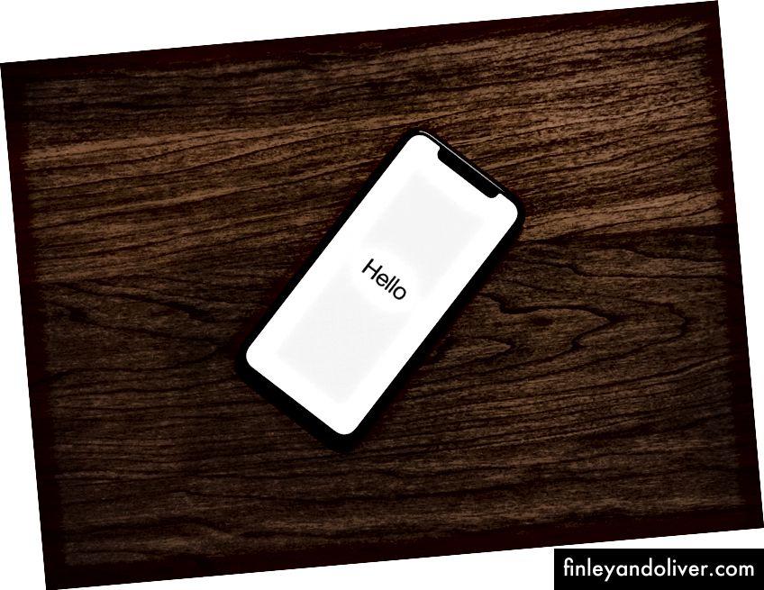 Đã bật iPhone trên bề mặt gỗ màu nâu của Tyler Last Tyler trên Bapt
