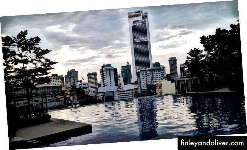 Mening Airbnb uyimdagi yoqimli gul idish | Malayziyada quyosh botishini tomosha qilish.