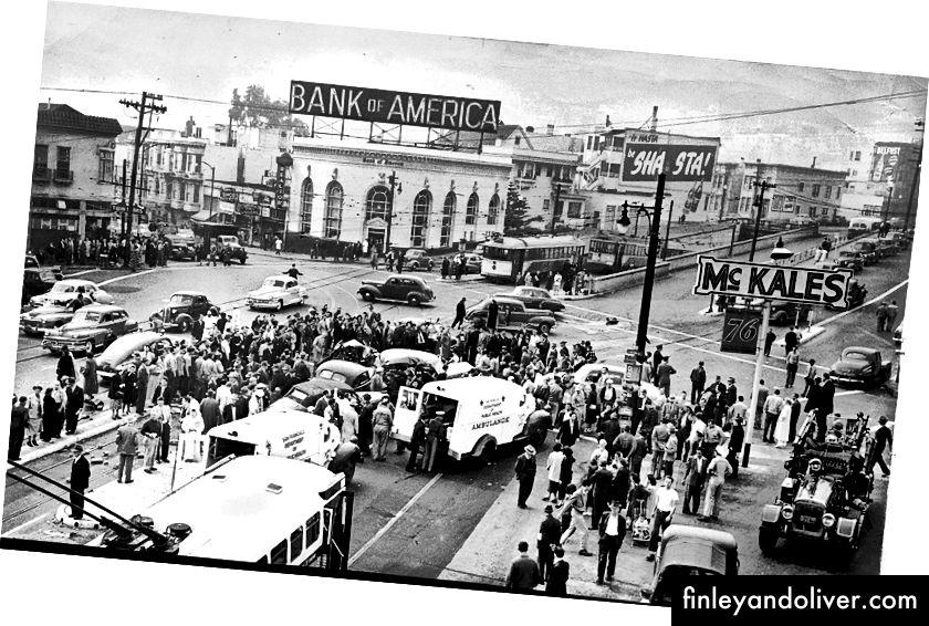 Một cảnh tai nạn vào những năm 1950 (nguồn). Cờ cầu vồng cổ điển sẽ có ở đó cho đến năm 1997.