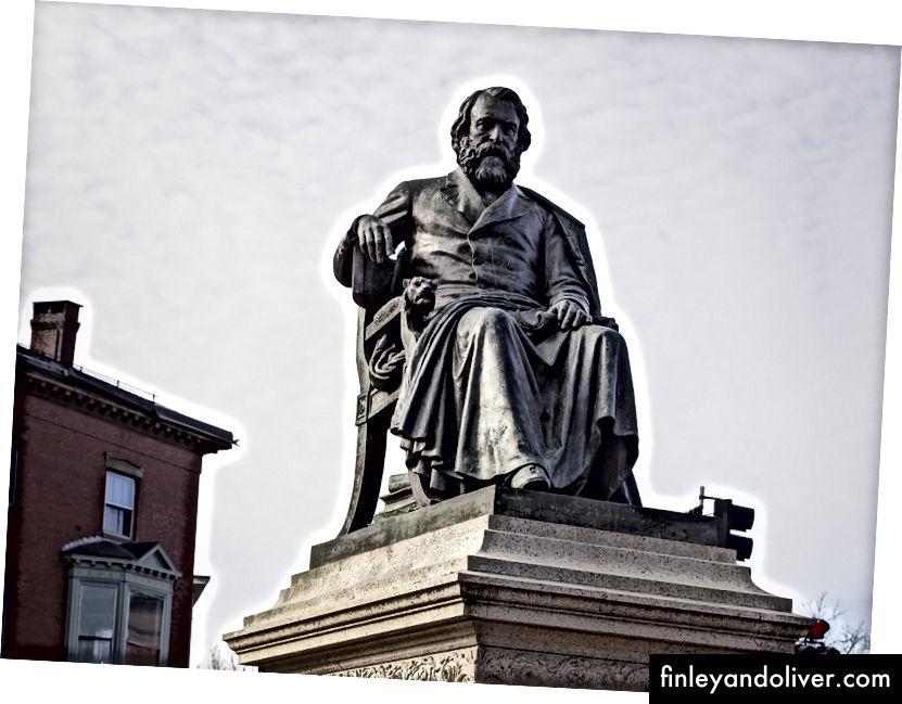 """Henry Wadsworth Longfellow'un yazdığı gibi, """"başarının kabiliyeti, iyi yapabileceğin şeyi yapmaktan ve şöhret düşünmeden ne yaparsan yapsak iyi olmaktan başka bir şey değildir. Eğer hepsi gelirse gelecek, çünkü hak edildi, sonra aranıyor çünkü değil. """"(Resim: Longfellow Square; Portland, Maine.)"""