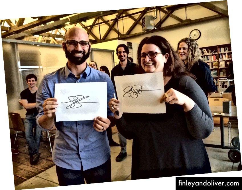 Сенді і твій справді, січень 2014 року. Наші імена абсолютно різні, але підписи виглядають майже однаково, космічний знак наших узгоджених робочих відносин. [Ой, і HI! Ліза Бейрд, Бельмер Негрілло, Коу Лета та Натан Матон!]
