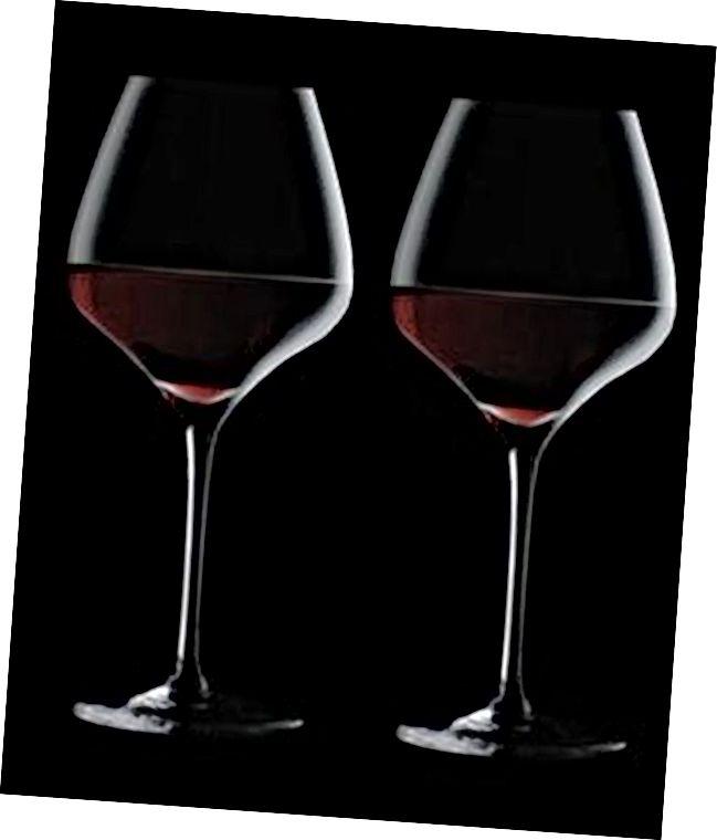Vīna glāzes nosaka 1. gadadienas dāvanu idejas pāriem