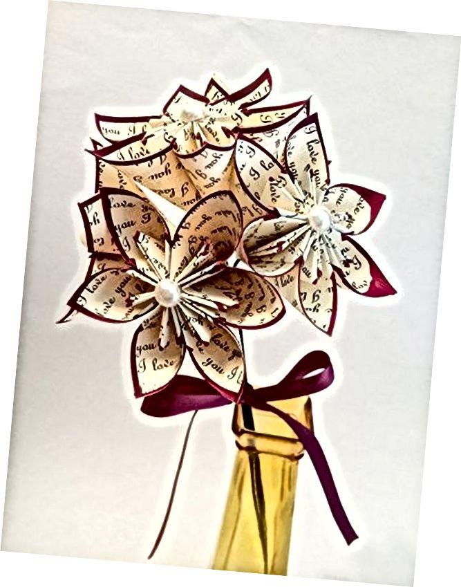 Papīra ziedu pušķa tradicionālā pirmās gadadienas dāvana
