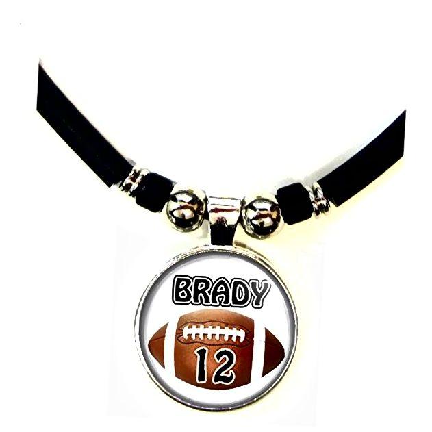 Personalizirana nogometna ogrlica s vašim imenom i brojem