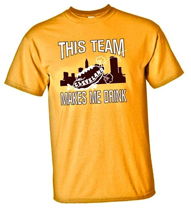 Odrasli Ovaj tim čini mi se da pijem smiješnu nogometnu majicu Clevelanda