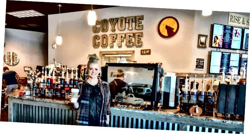 Katie im Coyote Coffee Cafe in Powdersville, SC. Coyote Coffee hat zwei weitere Standorte in Easley und Pickens, SC.