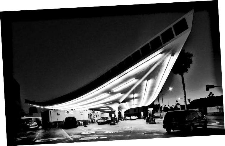 """""""Jack Colkeri bensiinijaam."""" Beverly Hills, 2012. Fotograaf tundmatu."""