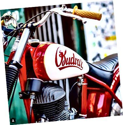 تدور مثيرة للاهتمام من Budvar على إنشاء هوية العلامة التجارية من خلال سرد قصة عن بناء دراجة نارية المدرسة القديمة كمجاز لصنع البيرة الحرفية المناسبة (التي تستغرق 102 يومًا للتخمير). أو يمكنك طرحها قريبًا باستخدام #noshortcuts.