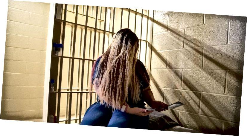 Za zatvorenike kojima nije dopušteno korištenje pametnih telefona, pisma i ispisane fotografije ključni su način da ostanu povezani. (Izvor: Bloomberg)