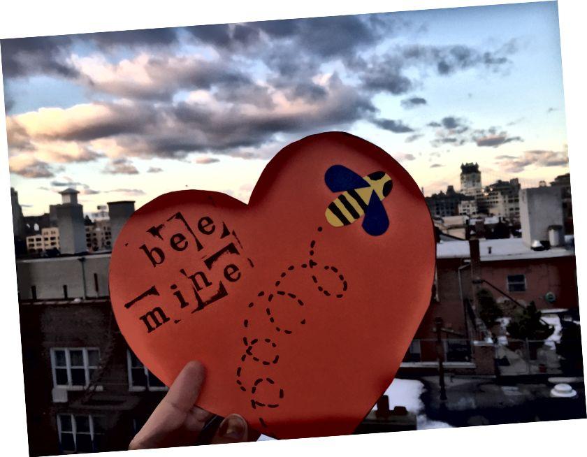 Den Autor mat engem Valentine iergendwou zu Brooklyn