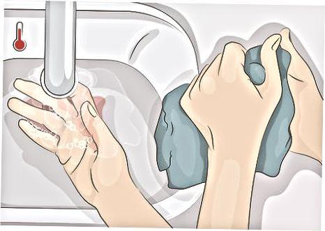 Ošetření skvrn s mýdlem a vodou