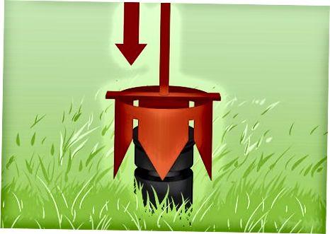 Klipp gräs runt sprinkleren