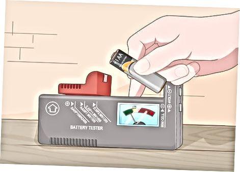 Litium və qələvi batareyalardakı bir voltmetrdən istifadə