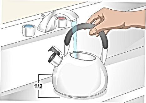 Кипляча вода на плиті