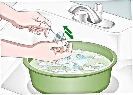 Curățarea sfârcurilor cu mâna