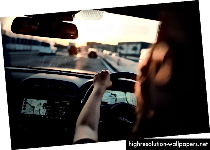 Έντονη, με τα μάτια και το μυαλό στο δρόμο - ο οδηγός αυτός πραγματικά επωφελείται από ένα