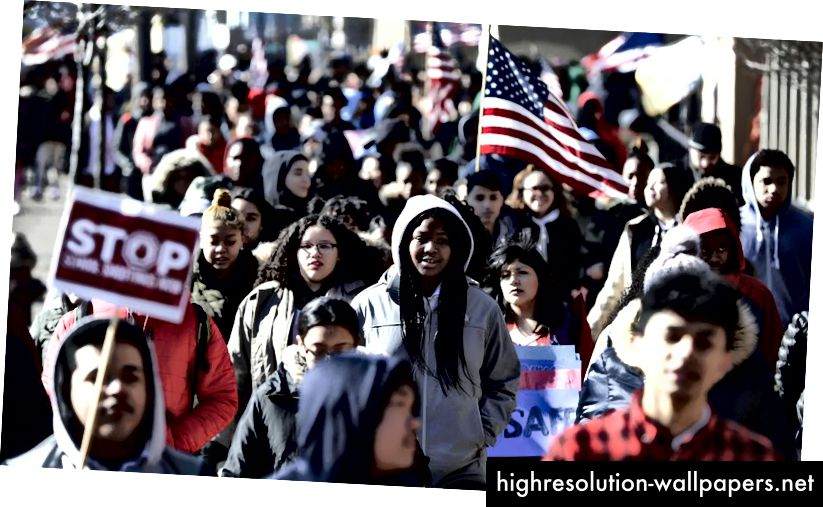 Estudiantes en Jersey City NJ, haciendo un trabajo que deberíamos haber hecho. (Foto AP / Julio Cortez)