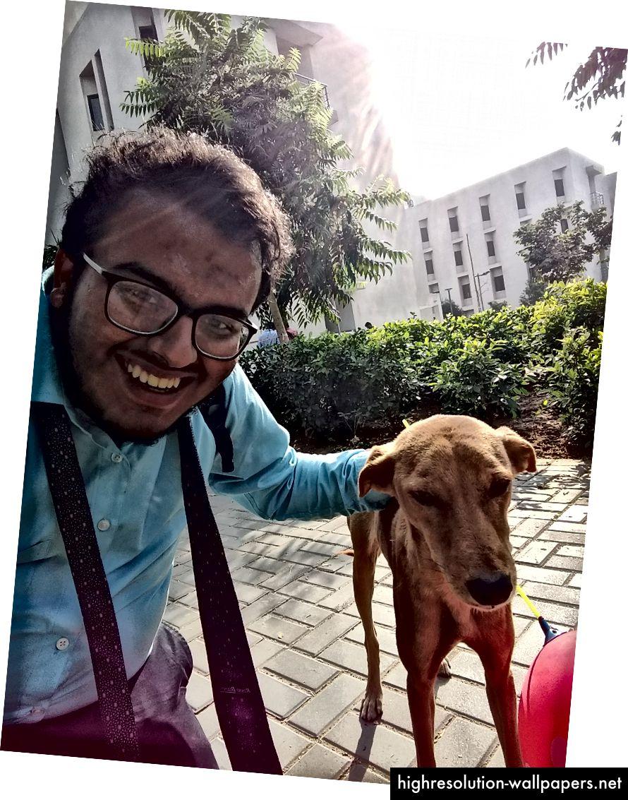 Jeg fik en ny ven hos IIT Gandhinagar, som var særligt nysgerrig efter min kæmpe røde ballon efter først at blive skræmt af den i en time. Ikke en dårlig tur overhovedet!